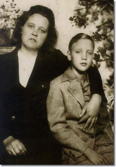12-elvis-presley-and-his-mother