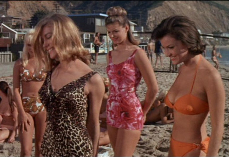 Muscle Beach Party frame grabs (23)